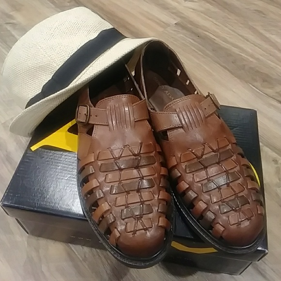 d47dbcc46730 Stacy Adams men s leather huarache sandals. M 5a9220c8daa8f6f2cf8d9fb8
